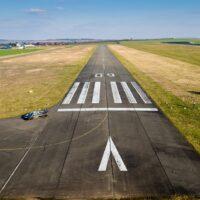 runway-1227526_1280
